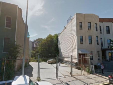 Vacant 424 Evergreen Avenue, image via Google Maps